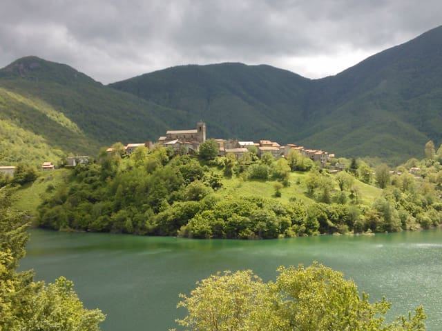 TUSCANY CHARMING HOUSE on the lake! - Vagli Sotto - Rumah