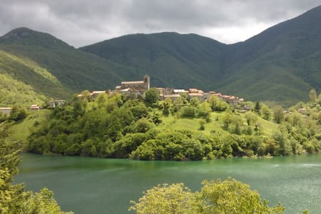 TUSCANY CHARMING HOUSE on the lake! - Vagli Sotto - Дом