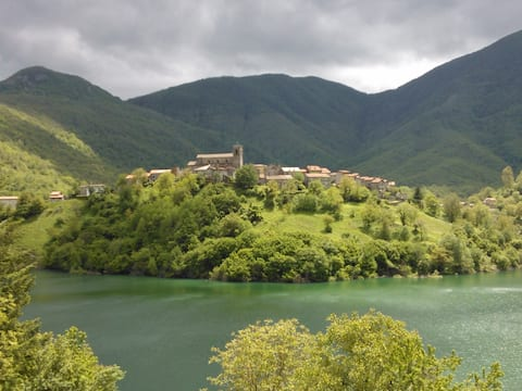 TUSCANY CHARMING HOUSE on the lake!