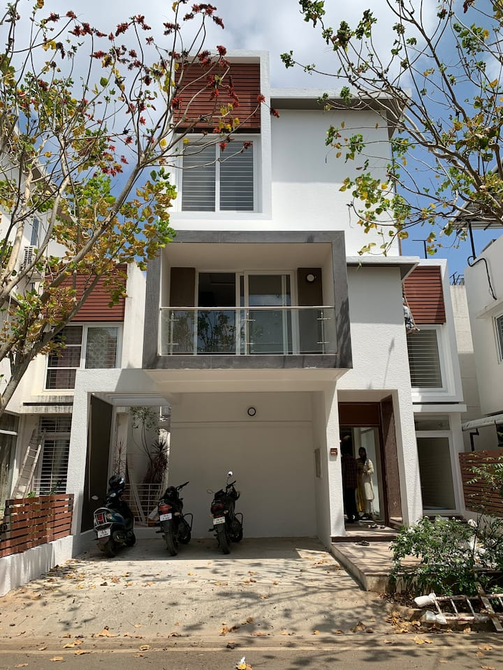 Luxurious 4 bedroom Villa close on OMR/ECR (<1 km)