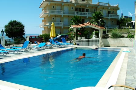 Nice Rooms with view(2-5 pax) - Agios Gordios