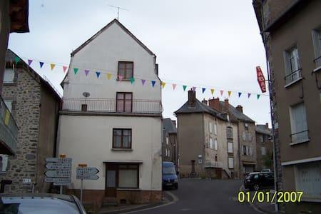 4 storey town house - Allanche