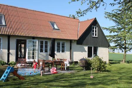 "Bondehus ""Lille Grånakke"" in Bornholm - Østermarie - Hus"