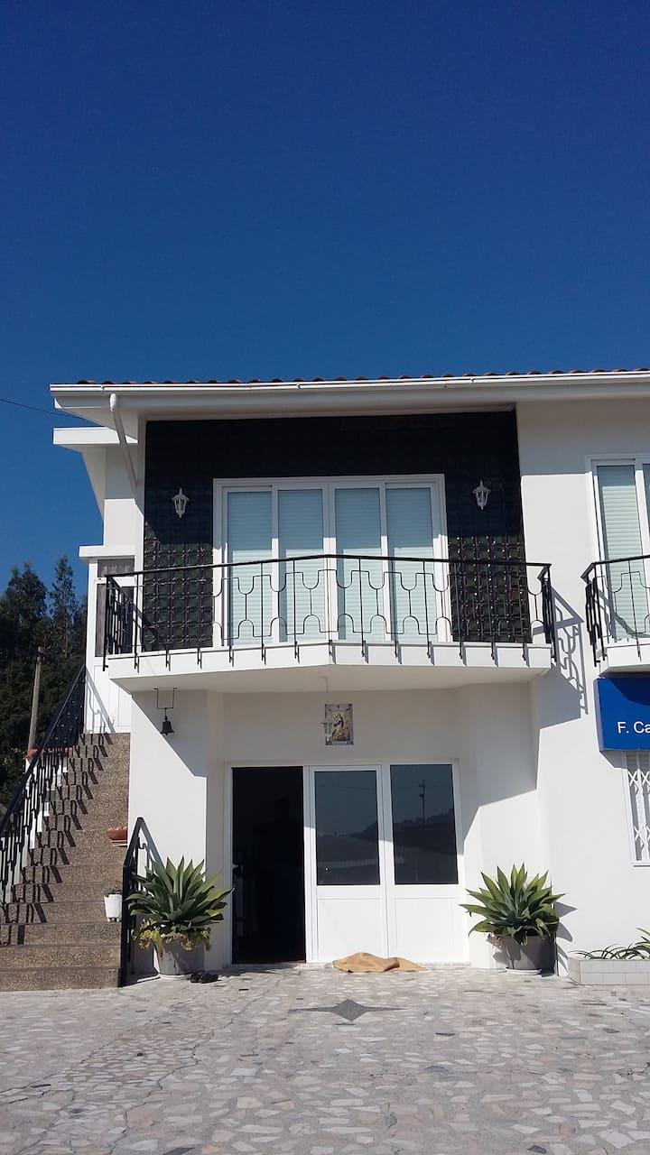 Casa em Lourosa, Av. Principal nº 5950.