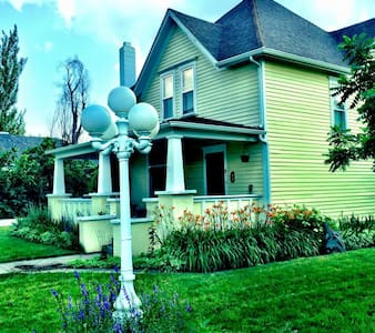 Beautiful Victorian home downtown - Spearfish - Rumah