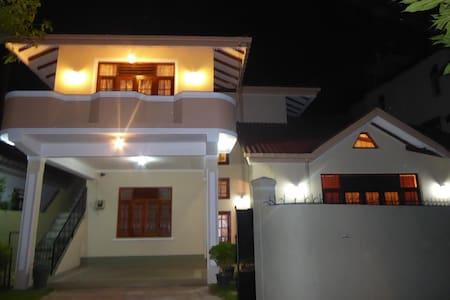 830 Kanthi Mawatha - Wattala - 一軒家