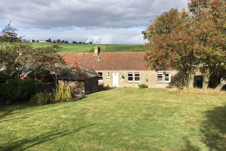 Cosy 2 bed cottage, near St Andrews - Huis