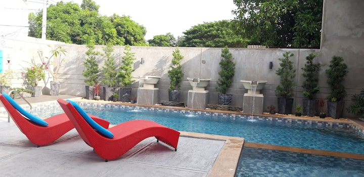 Amazing private pool @ the heart of Angeles City