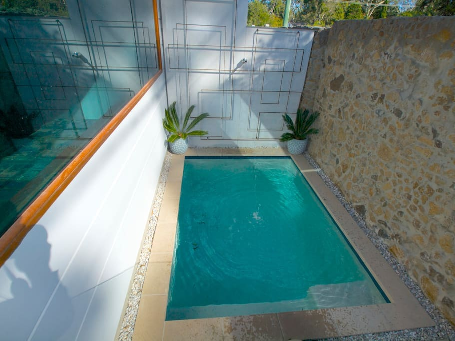Cooling private plunge pool
