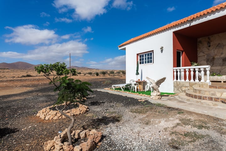 Rural Apartment Casa Suárez with Terrace, Mountain View & Garden; Parking Available.