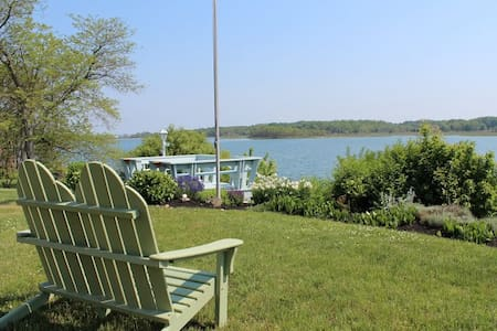 Sunny Waterfront North Fork Gem - Southold