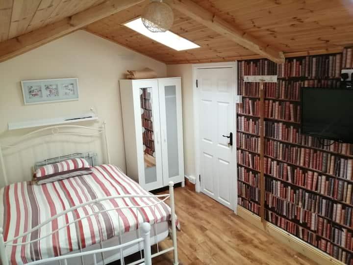 Glasnevin/Drumcondra Selfcatering private bedroom.