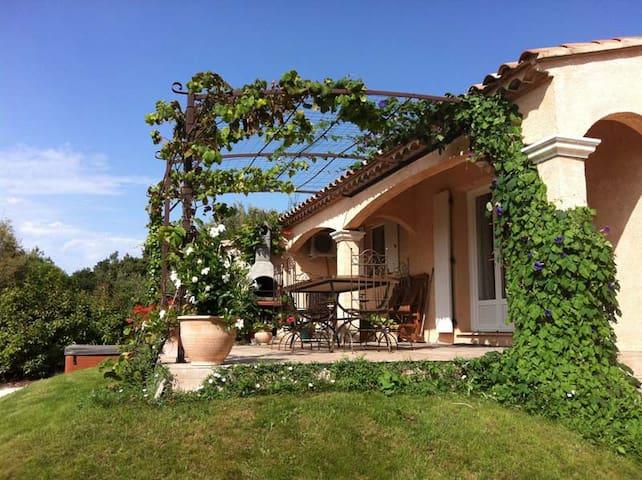 Villa and Jacuzzi (Pont du Gard) - Pouzilhac - Дом