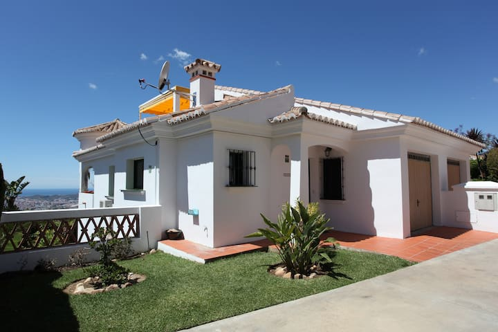 Familyfriendly home, great sea view - Mijas - House