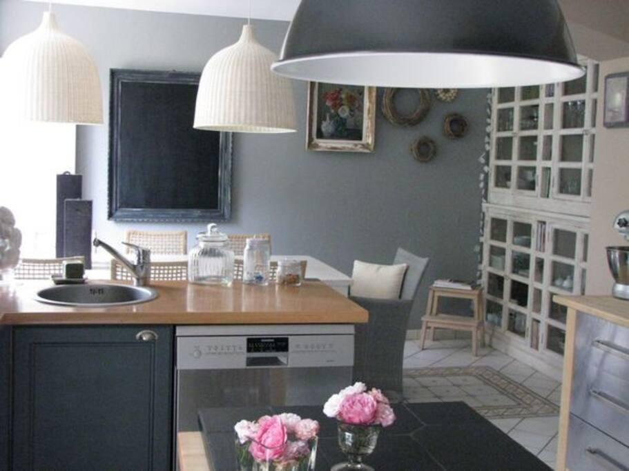 Design house with garden near rouen villas louer for Chambre design normandie