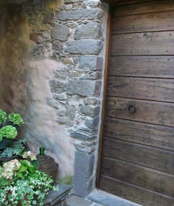 CHARMING OLD STONE ECO HOUSE - Podenzana, Massa e Carrara - Otros