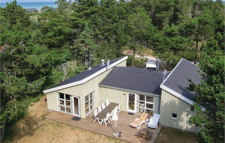 Holiday cottage with 4 bedrooms on 132m² in Hirtshals