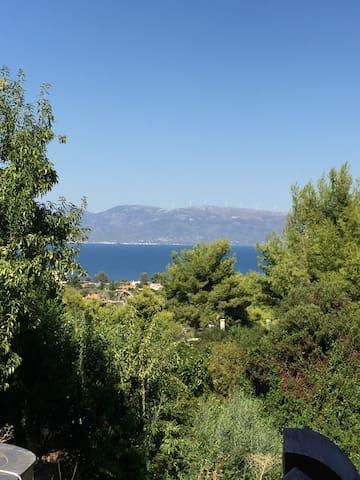 Iremia vrijstaande woning aan zee met tuin
