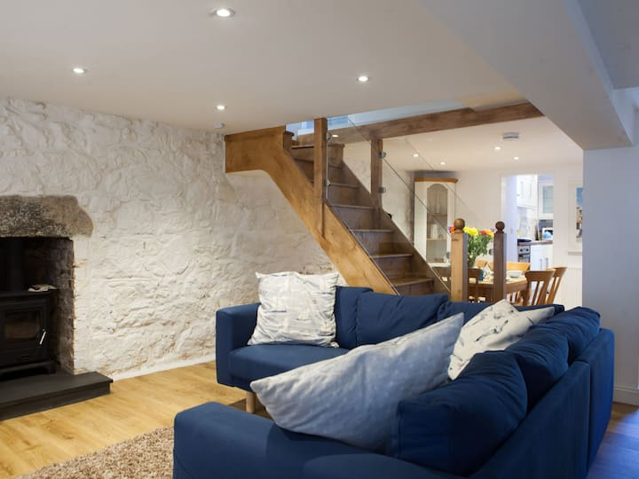 Dave's Pad, St Ives - Sleeps 8 - Pet Friendly