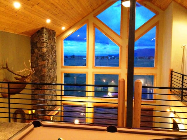 Lux Cabin for 21 on Large Property, Hot Tub, Snow! - McCall