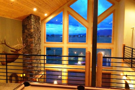 Lux Cabin for 21 on Large Property, Hot Tub, Snow! - McCall - Mökki