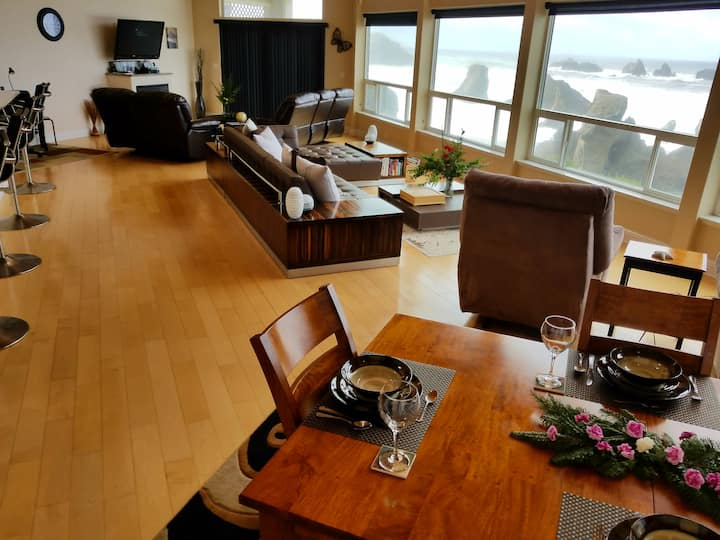 Unobstructed Oceanfront ,Contemporary Home.
