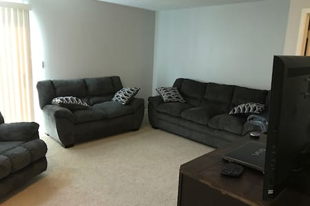 Updated 2 bd 1.5 bath apt. - Royal Oak - Townhouse