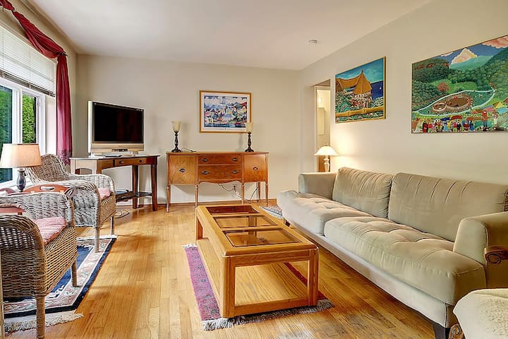 Queen Anne 1 bed room Apartment - Unit #2