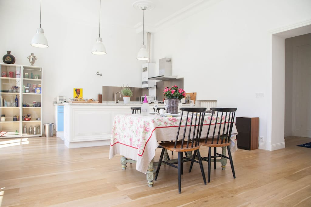 Room of 50 square meters with kitchen, dining room and living room
