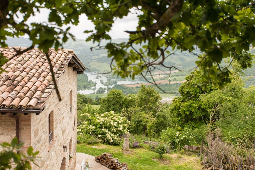 Agriturismo Gubbio Italy green room