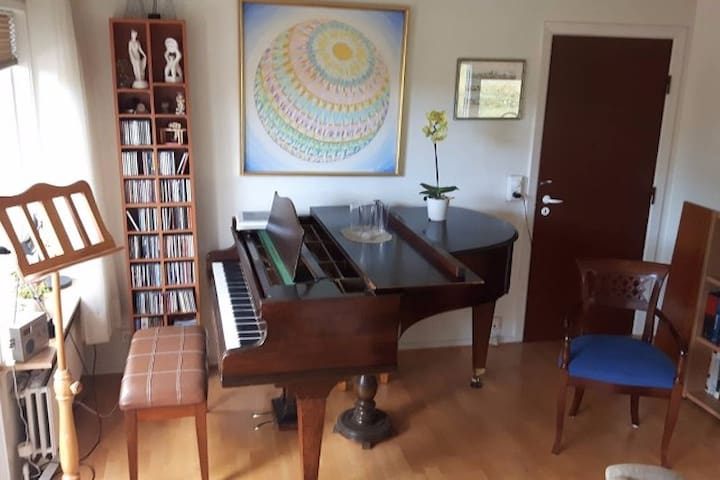 Artist house comfortable in a quiet area - Reykjavík - Rumah