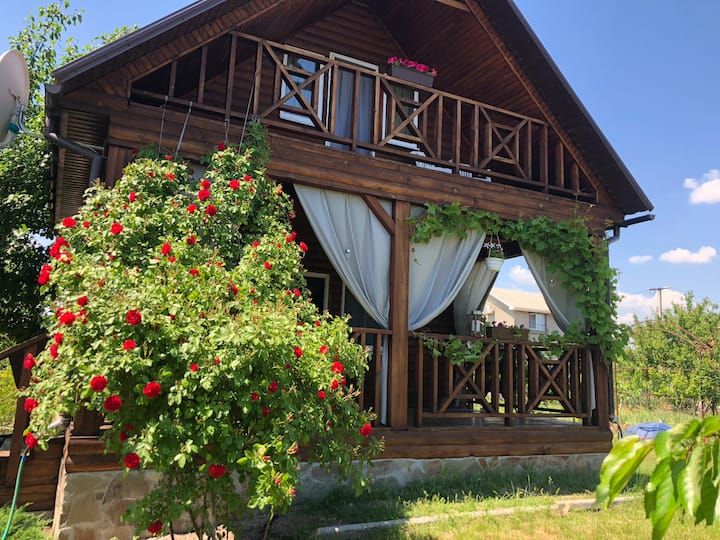 Деревянный дом для летнего отдыха