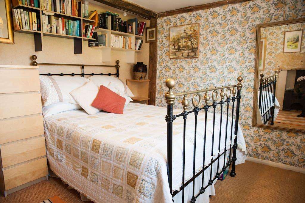 Cotswolds Farmhouse - en-suite room