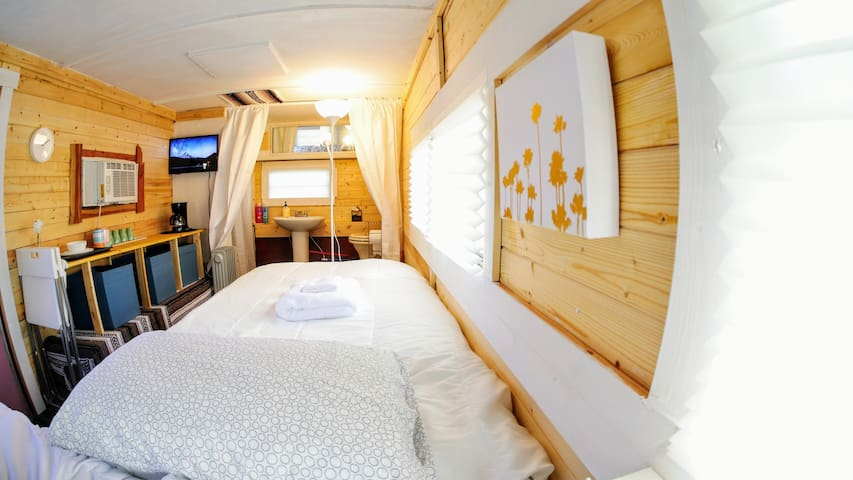 ✨Cozy City Suite|Yellow|Home on Wheels✈@DOWNTOWN!