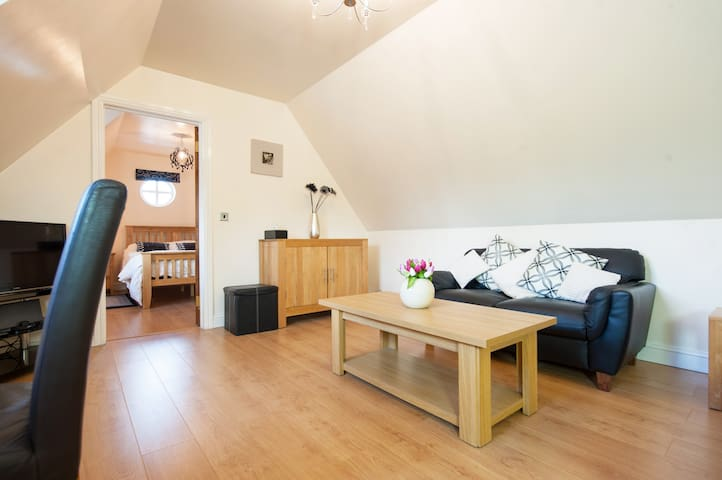 Two Storey Detached Modern Self-Catering Lodge - Shawell, Lutterworth - Appartement