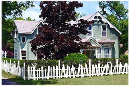 Awesome Art B & B steps from beach w/ensuite - Kincardine - Szoba reggelivel
