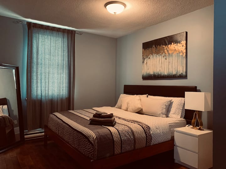4- beautiful Condo with King Size Bed