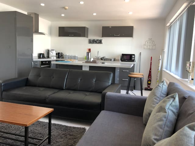 Modern 2 bed Apartment Ramsey Manx GP available
