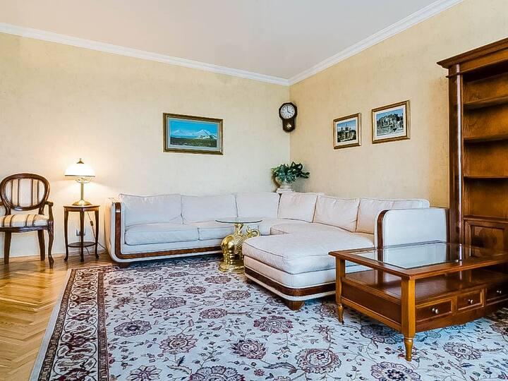 Добротная квартира в престижном районе Москвы