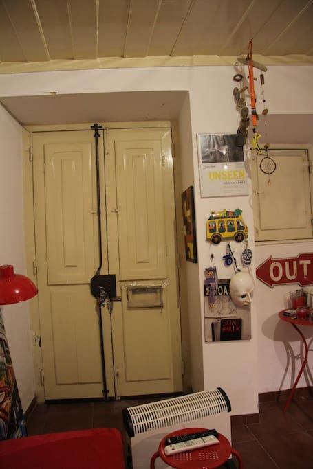 Entrance/Living room.