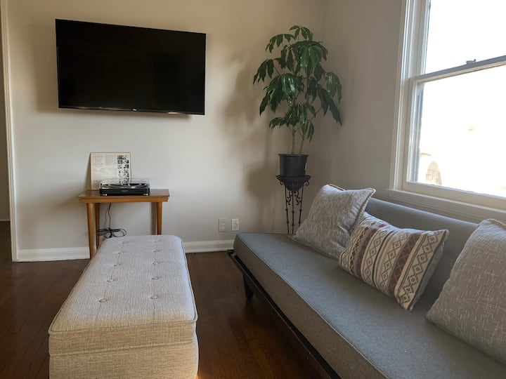 Cute 1 BR Santa Monica Apartment