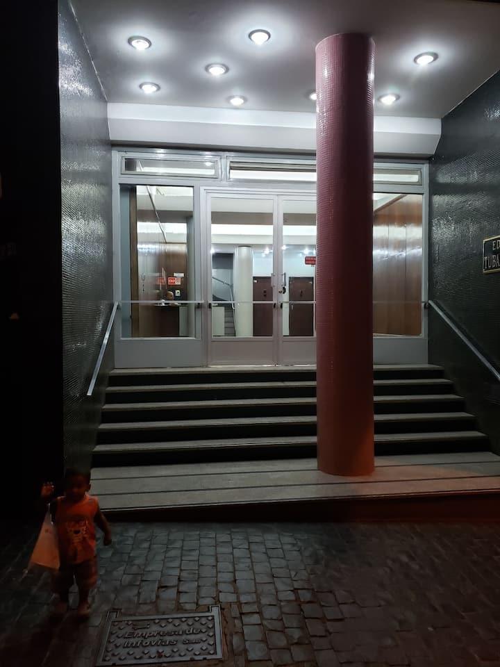 Sala qto AMPLO /Central com ótimo custo benefício
