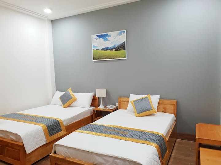 Quy Nhon Center hotel - 1 double, 1 single bed