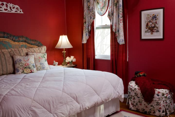 ★ HAMPTON TERRACE INN ★ -  Romantic Room with Antique Claw-Foot Tub