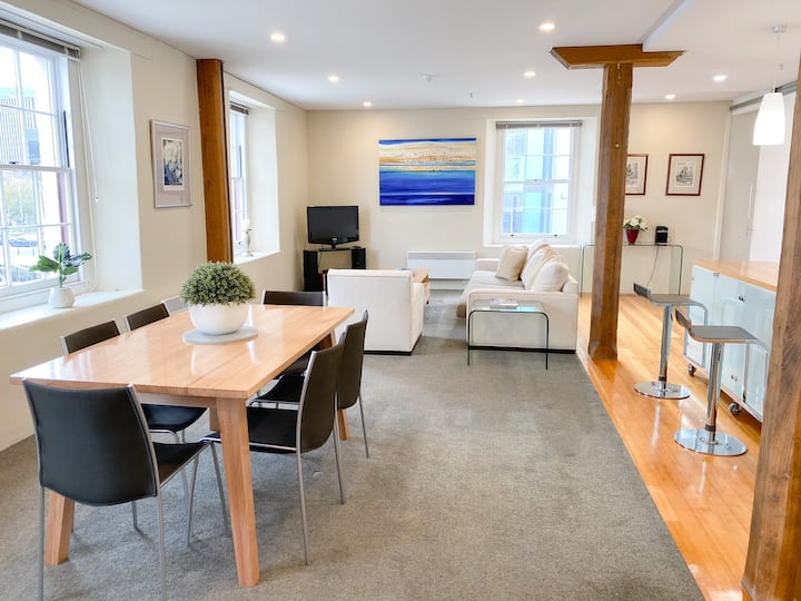 Luxury Hobart Waterfront Apartment with views!
