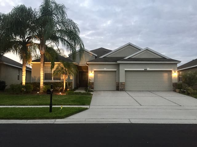Private room close to the Airport and Theme Parks - Orlando - Huis