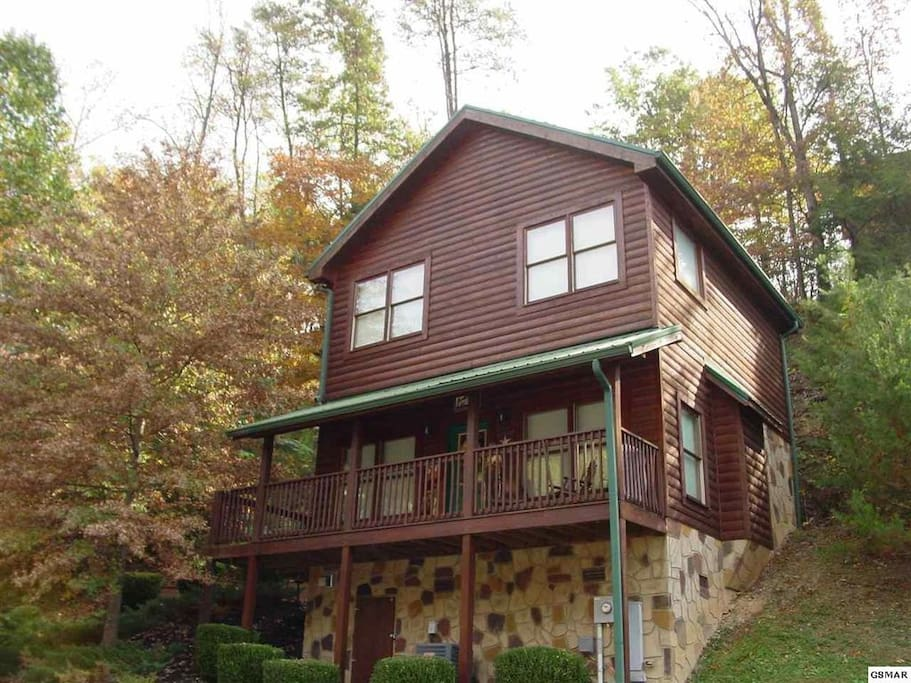 Alpha bear 39 s honeymoon cave cabins for rent in pigeon for Large cabins in pigeon forge tennessee