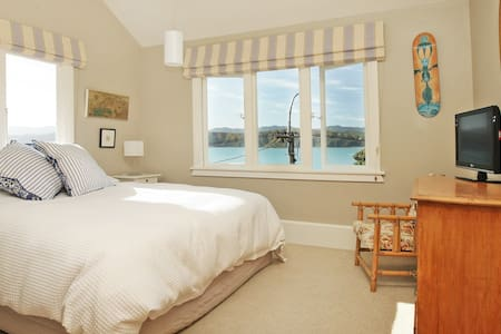 Beachfront  Bed & Breakfast En-suite Room