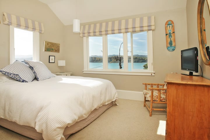 Beachfront  Bed & Breakfast En-suite Room