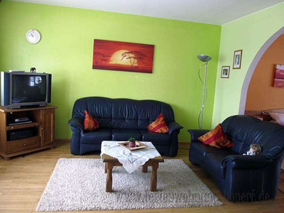 Das Wohnzimmer verbindet Küche und Schlafzimmer 1